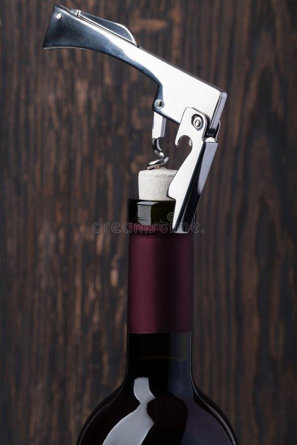 κόκκινο κρασί ανοιχτήρι μπ&om στοκ φωτογραφίες με δικαίωμα ελεύθερης χρήσης