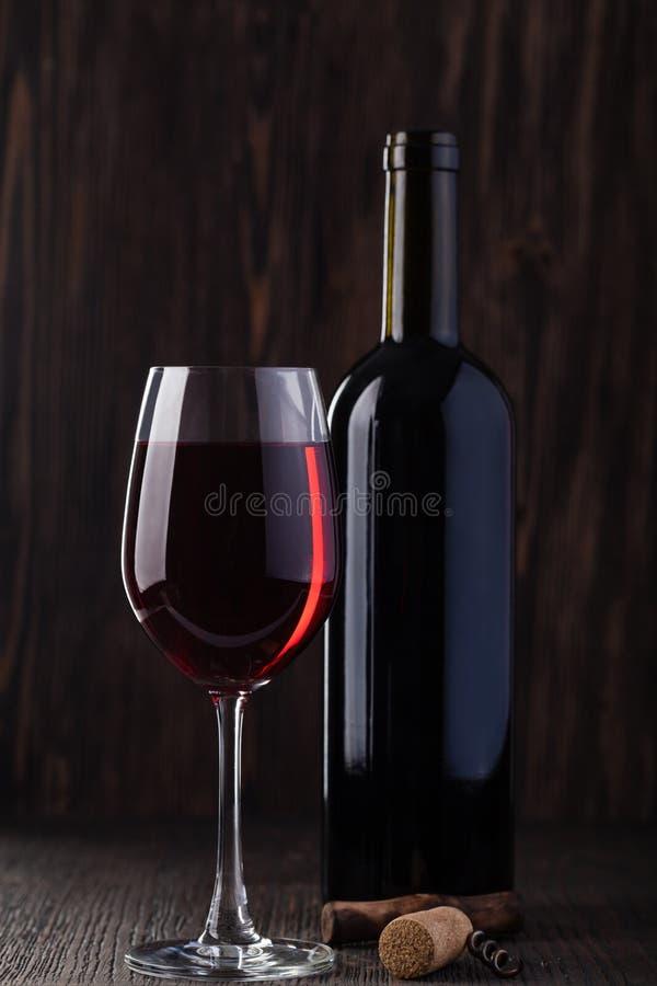 κόκκινο κρασί ανοιχτήρι μπ&om στοκ εικόνα