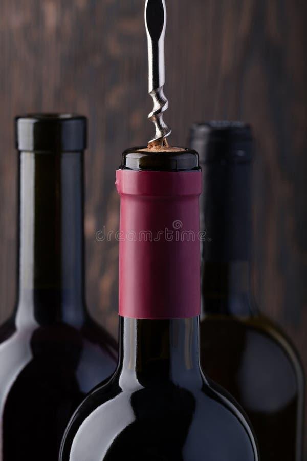 κόκκινο κρασί ανοιχτήρι μπ&om στοκ εικόνες με δικαίωμα ελεύθερης χρήσης