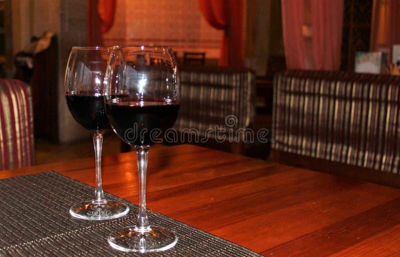 κόκκινο κρασί δύο γυαλιών στοκ φωτογραφίες με δικαίωμα ελεύθερης χρήσης