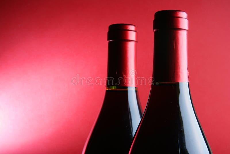 κόκκινο κρασί δύο μπουκα&l στοκ φωτογραφία με δικαίωμα ελεύθερης χρήσης