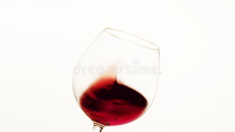 Κόκκινο κρασί που κινείται επάνω σε ένα γυαλί στοκ φωτογραφία με δικαίωμα ελεύθερης χρήσης