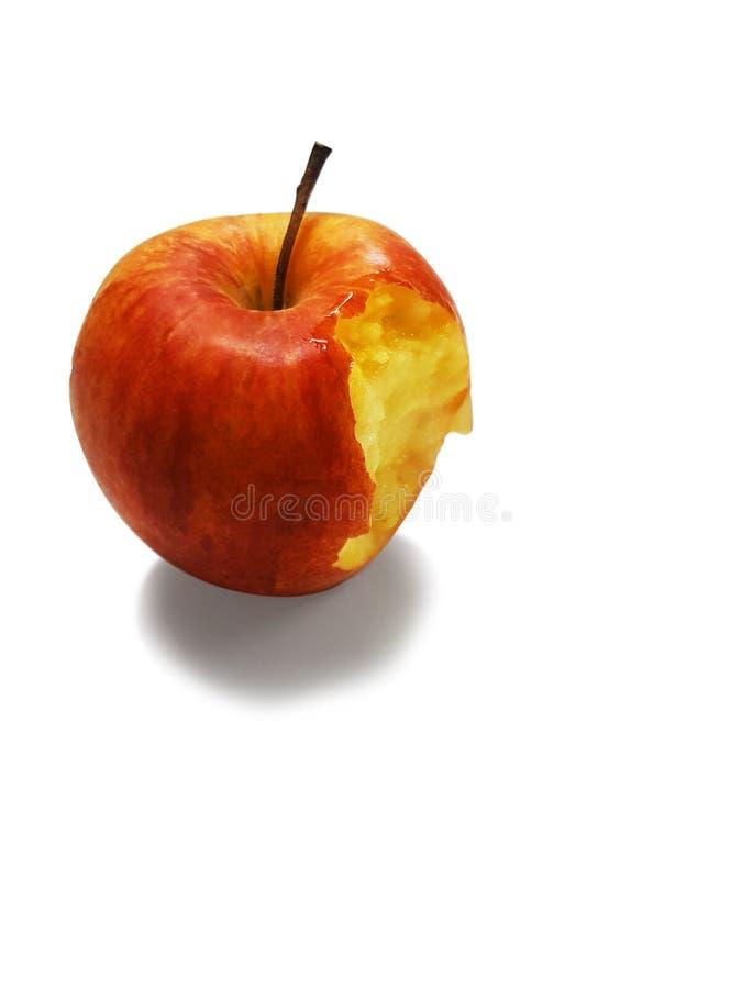 Κόκκινο μήλο που είναι δάγκωμα που λαμβάνεται στοκ εικόνες