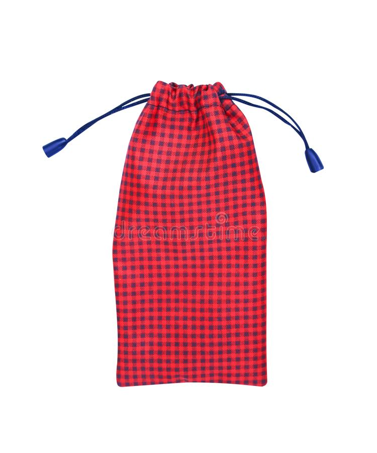 Κόκκινο με τα μαύρα σχέδια τσαντών δώρων καρό που απομονώνονται στο άσ στοκ φωτογραφία