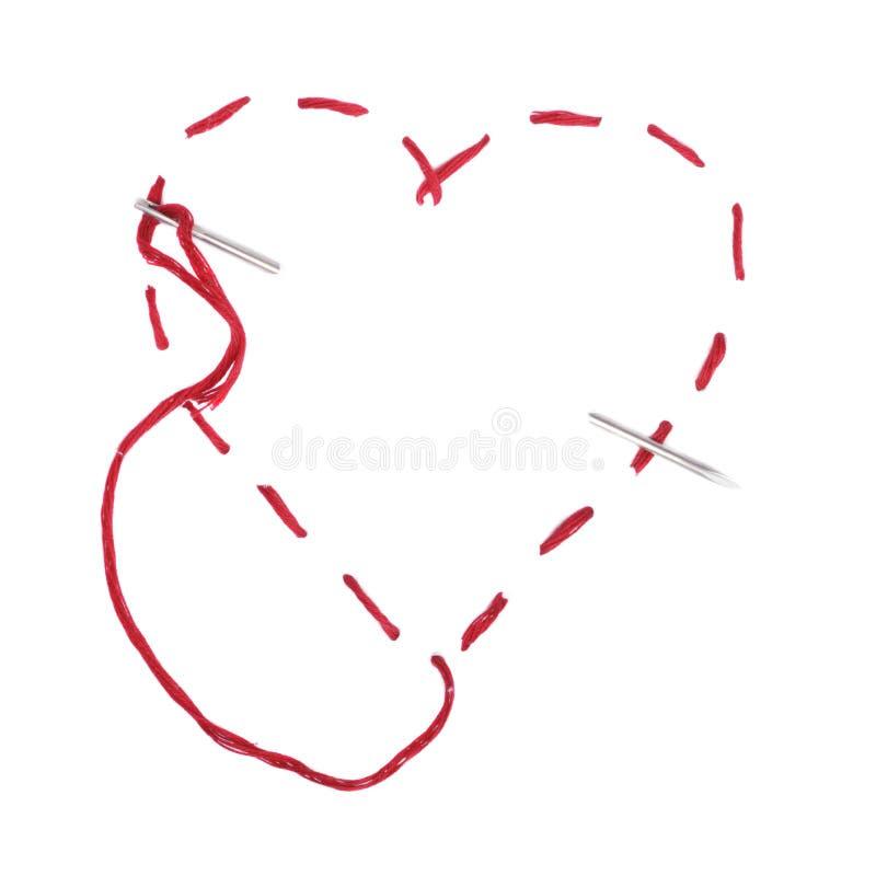 κόκκινο νήμα βελόνων καρδιών στοκ εικόνες με δικαίωμα ελεύθερης χρήσης