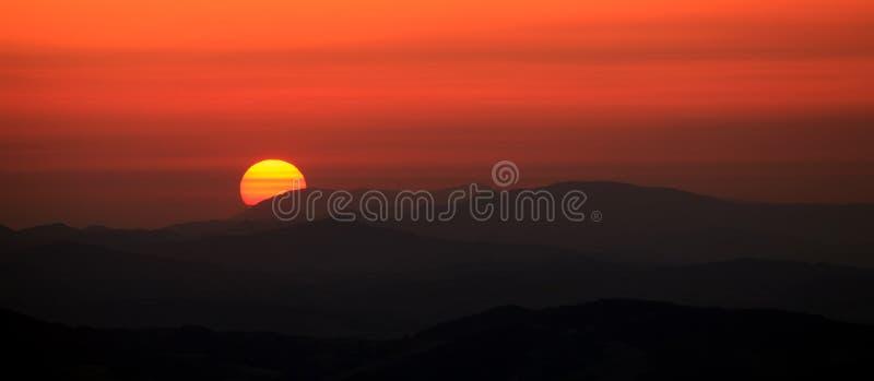Κόκκινο πανοραμικό ηλιοβασίλεμα στοκ εικόνα