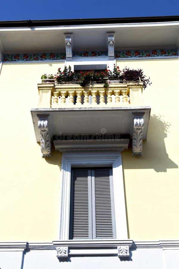 κόκκινο πεζούλι Ευρώπη Ιταλία Λομβαρδία στο Μιλάνο παλαιό SK στοκ φωτογραφίες με δικαίωμα ελεύθερης χρήσης
