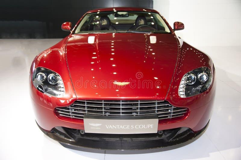 Κόκκινο πλεονέκτημ s coupe αυτοκίνητο του Άστον Martin στοκ φωτογραφία