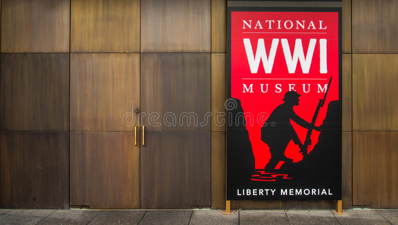 Κόκκινο σημάδι - εθνικό μουσείο Πρώτου Παγκόσμιου Πολέμου στην πόλη του Κάνσας στοκ φωτογραφία