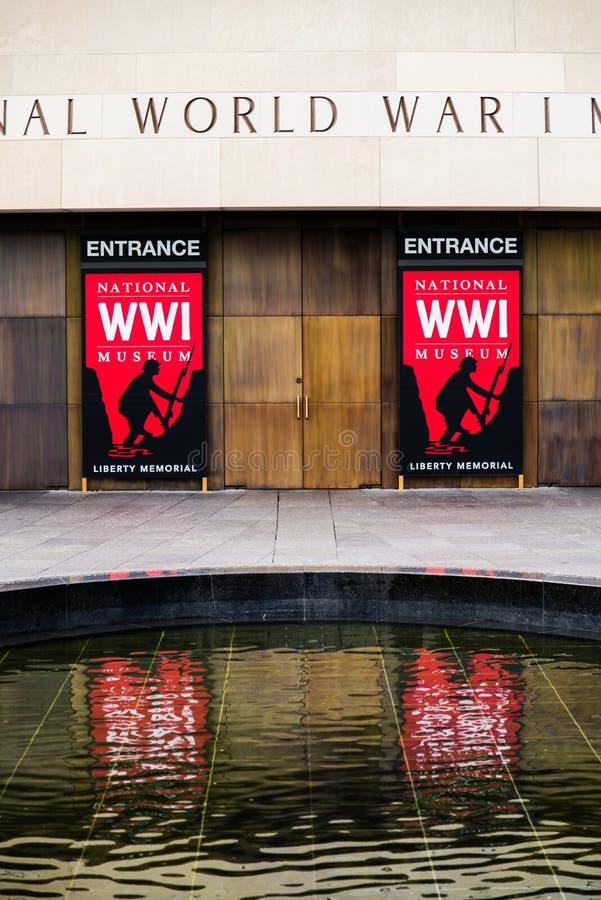 Κόκκινο σημάδι - εθνικό μουσείο Πρώτου Παγκόσμιου Πολέμου στην πόλη του Κάνσας στοκ εικόνα