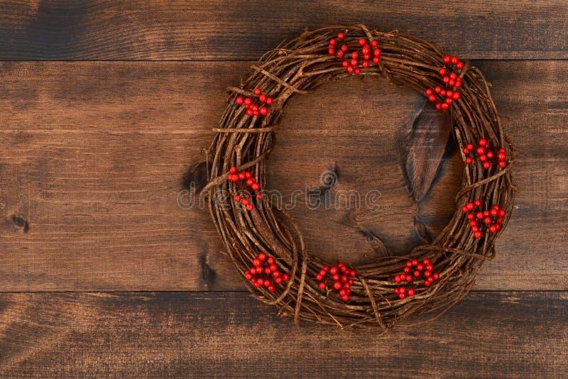 κόκκινο στεφάνι Χριστουγέννων μούρων στοκ εικόνες