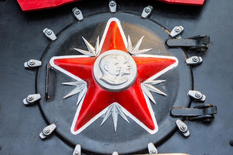 Κόκκινο σύμβολο αστεριών της ΕΣΣΔ με ένα σχεδιάγραμμα των προσώπων Λένιν και του Στάλιν στοκ φωτογραφίες
