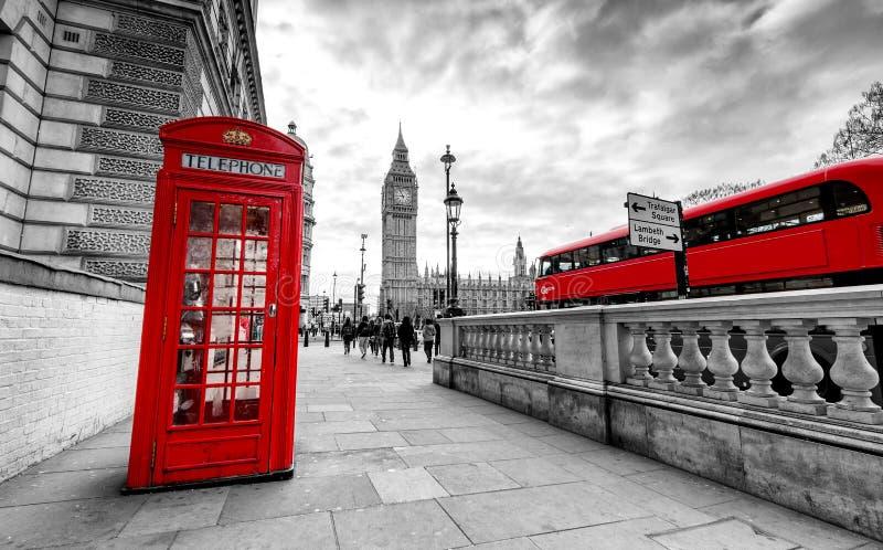 κόκκινο τηλέφωνο του Λο&n στοκ φωτογραφία με δικαίωμα ελεύθερης χρήσης