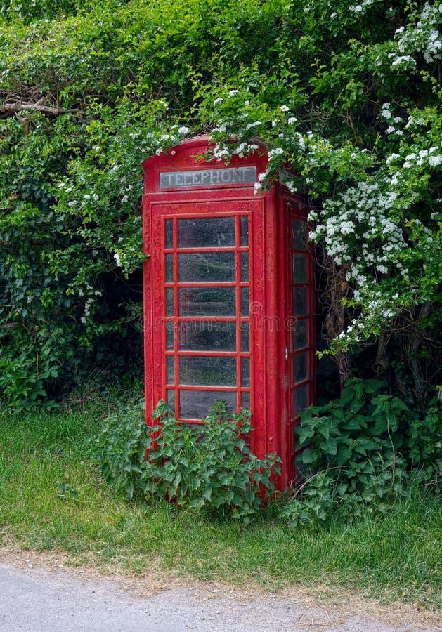 Κόκκινο τηλεφωνικό κιβώτιο Χρώμα αποφλοίωσης στοκ εικόνες με δικαίωμα ελεύθερης χρήσης