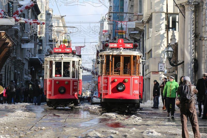 Κόκκινο τραμ στη λεωφόρο Istiklal στοκ εικόνα με δικαίωμα ελεύθερης χρήσης