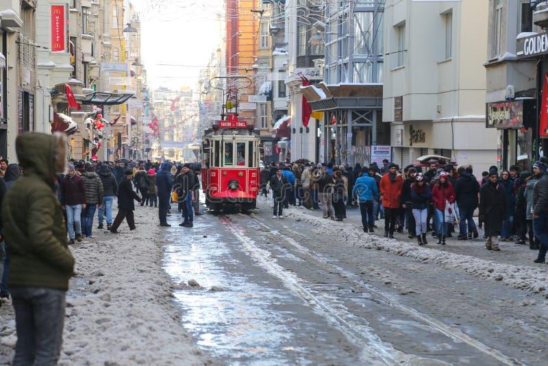 Κόκκινο τραμ στη λεωφόρο Istiklal στοκ φωτογραφία με δικαίωμα ελεύθερης χρήσης