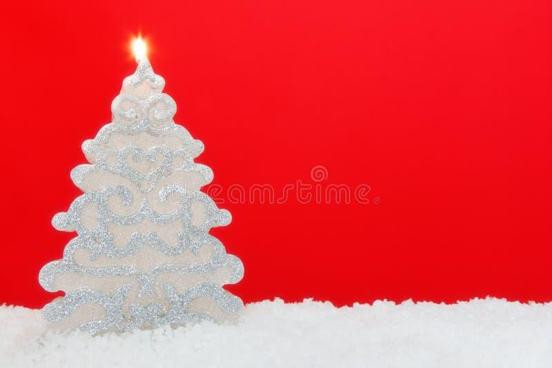 Κόκκινο υπόβαθρο κεριών χριστουγεννιάτικων δέντρων στοκ φωτογραφία με δικαίωμα ελεύθερης χρήσης