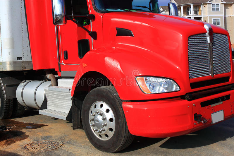 Κόκκινο φορτηγό φορτίου στοκ εικόνες