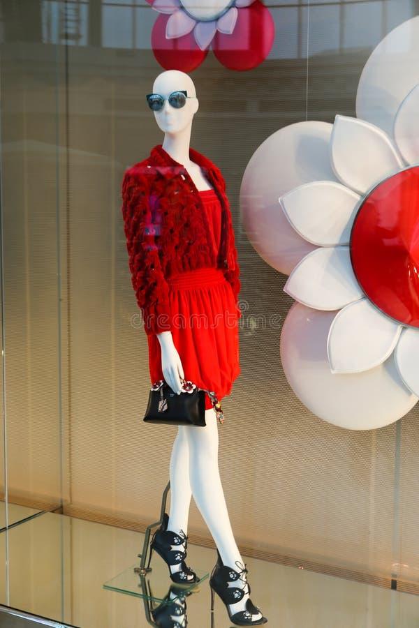 Κόκκινο φόρεμα - ντυμένα μανεκέν στοκ φωτογραφίες με δικαίωμα ελεύθερης χρήσης