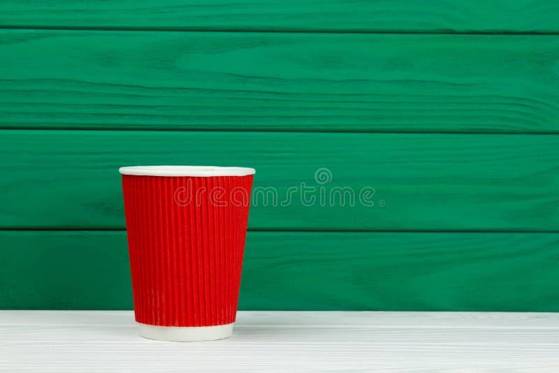 Κόκκινο φλυτζάνι καφέ χαρτονιού εγγράφου σύστασης στοκ εικόνες
