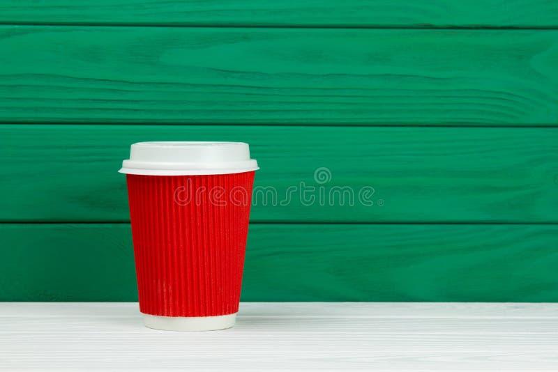 Κόκκινο φλυτζάνι καφέ espresso χαρτονιού εγγράφου στοκ φωτογραφία με δικαίωμα ελεύθερης χρήσης
