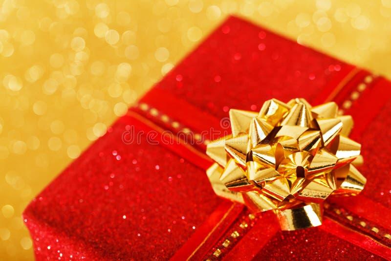 Κόκκινο χριστουγεννιάτικο δώρο στοκ εικόνες