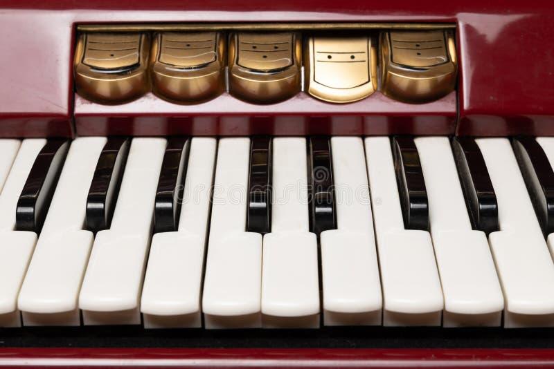 Κόκκινο accordion κοντά στοκ εικόνα με δικαίωμα ελεύθερης χρήσης