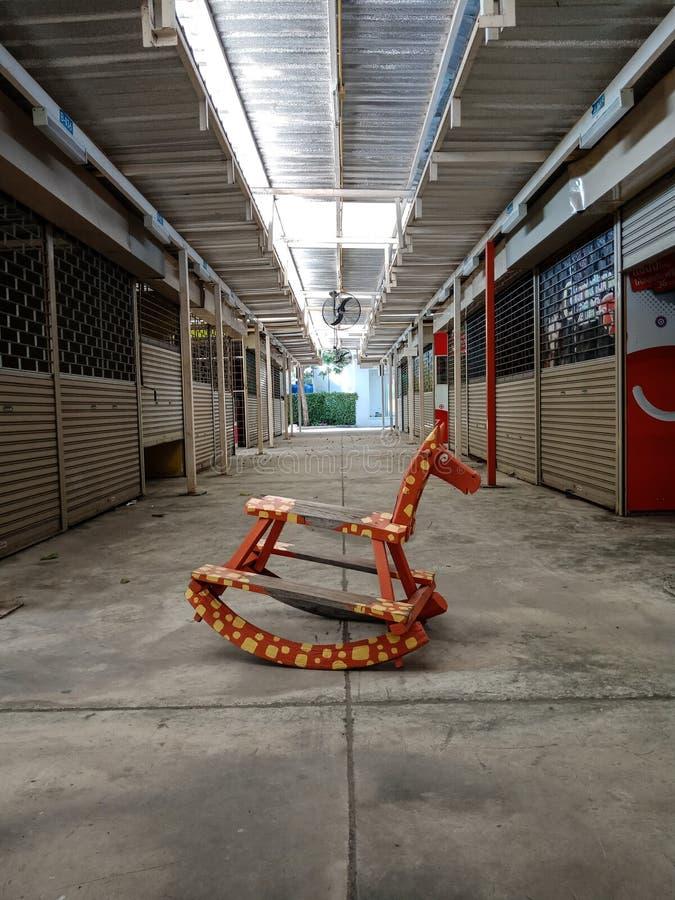 Κόκκινο rockinghorse στοκ φωτογραφία με δικαίωμα ελεύθερης χρήσης