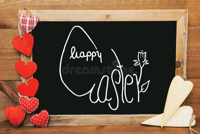 Κόκκινων και κίτρινων καρδιές Chalkbord, καλλιγραφία ευτυχές Πάσχα στοκ φωτογραφία με δικαίωμα ελεύθερης χρήσης