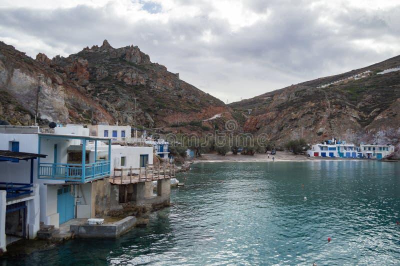 Κόλπος Firopotamos με τα παραδοσιακά ελληνικά σπίτια ψαράδων σε Mi στοκ φωτογραφία με δικαίωμα ελεύθερης χρήσης