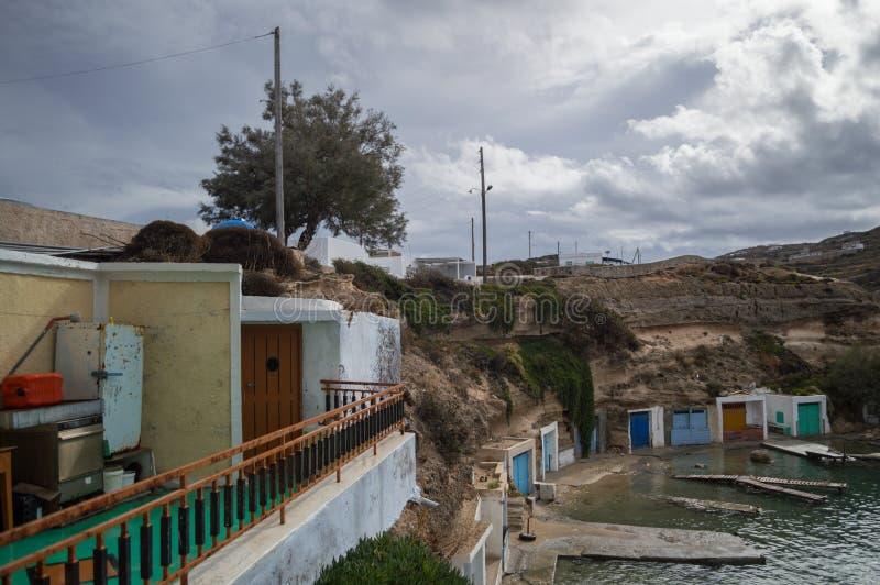 Κόλπος Mandrakia με παραδοσιακό ελληνικό Gar σπιτιών και ψαράδων στοκ εικόνες με δικαίωμα ελεύθερης χρήσης