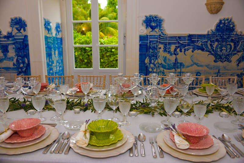 Κόμμα γευμάτων, επιτραπέζια διακόσμηση συμποσίου, γάμος ή γεγονός γενεθλίων στοκ εικόνα