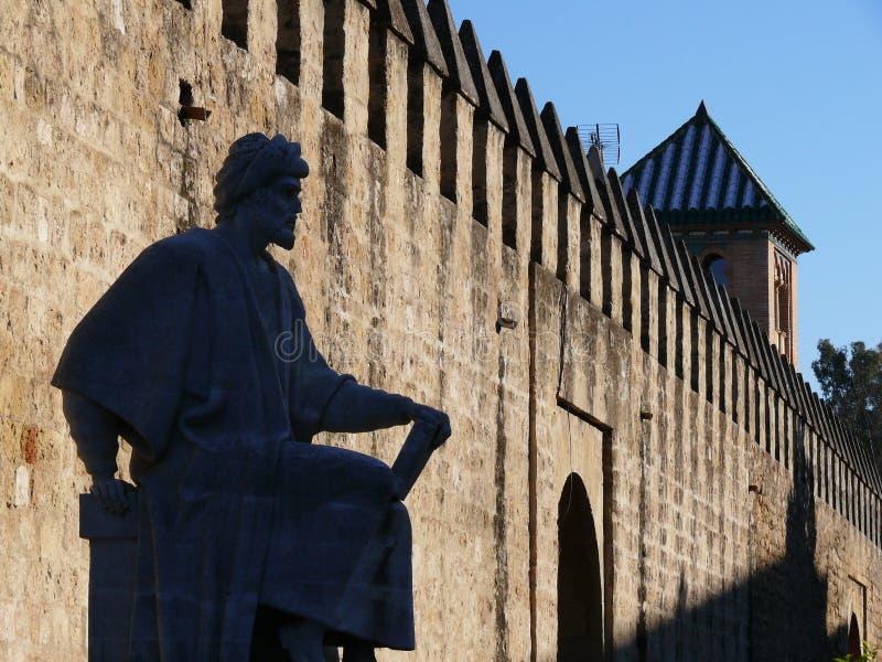 Κόρδοβα, Ισπανία, 01/02/2007 Άγαλμα του φιλοσόφου Αβερρόης Σκιαγραφία στοκ εικόνες