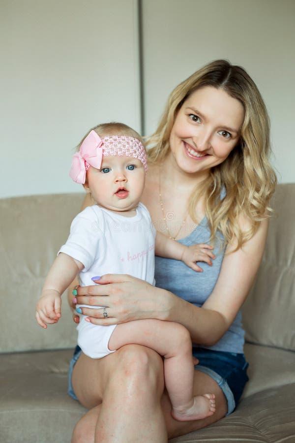 κόρη λίγη μητέρα στοκ φωτογραφία με δικαίωμα ελεύθερης χρήσης