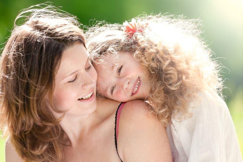 κόρη αυτή νεολαίες μητέρων στοκ εικόνες