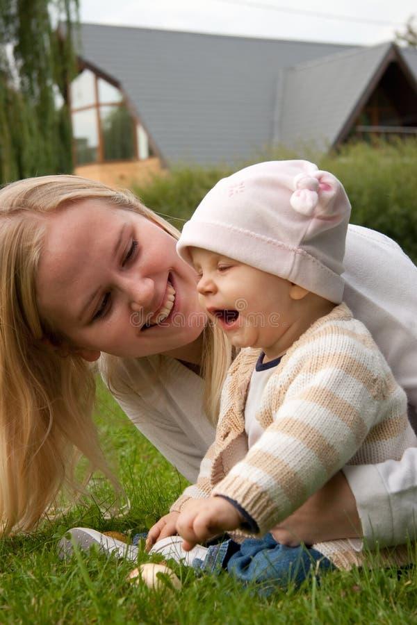 κόρη η μητέρα της στοκ εικόνες με δικαίωμα ελεύθερης χρήσης