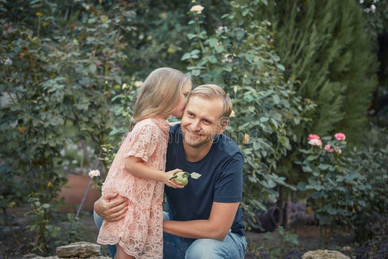Κόρη και ο μπαμπάς της στοκ φωτογραφία