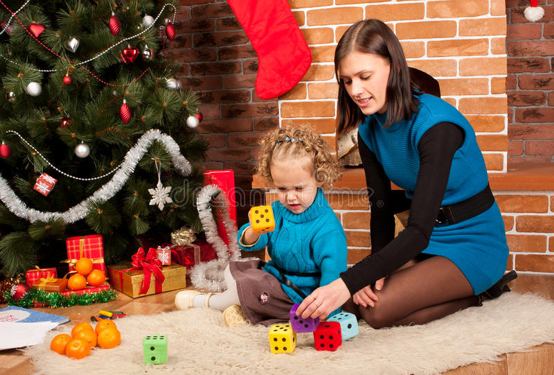 κόρη Χριστουγέννων η μητέρα &ta στοκ φωτογραφία