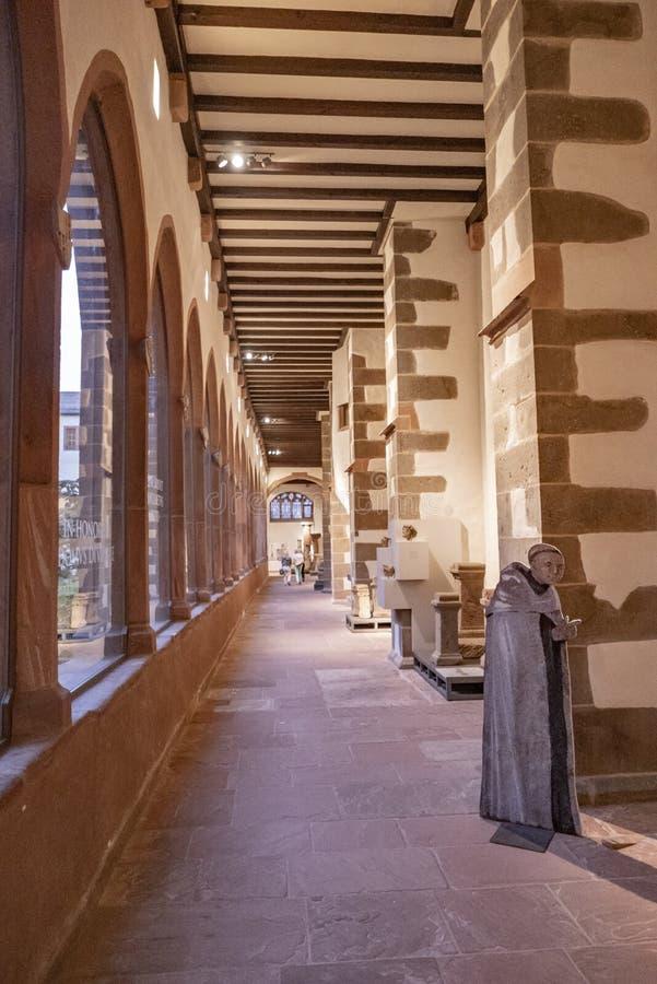 Κόσμος επισκέπτεται το μοναστήρι καρμελίτη στη Φρανκφούρτη της Γερμανίας στοκ φωτογραφίες