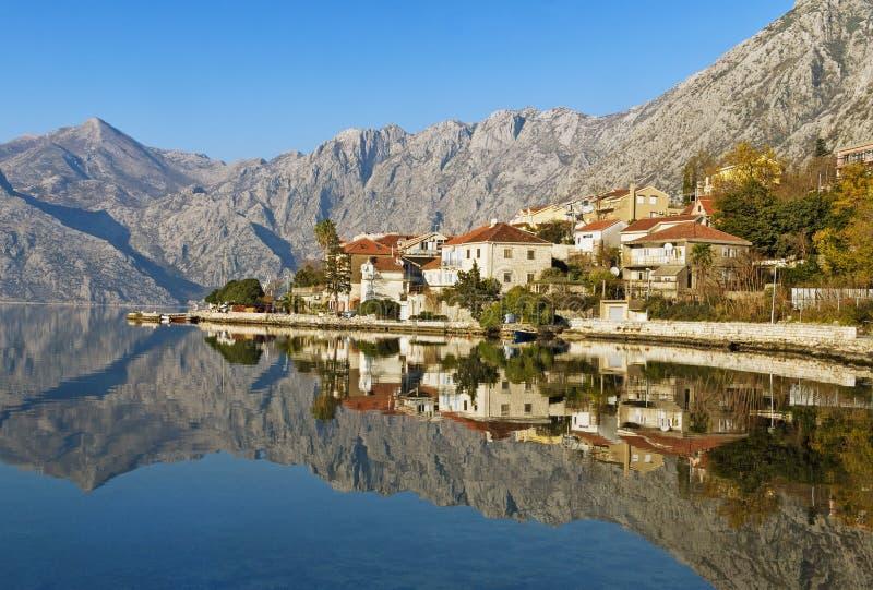 Κόλπος Kotor κοντά στο χωριό Dobrota το χειμώνα, Μαυροβούνιο στοκ εικόνες με δικαίωμα ελεύθερης χρήσης