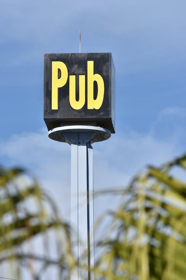 Κύβος-διαμορφωμένο σημάδι μπαρ στοκ φωτογραφία