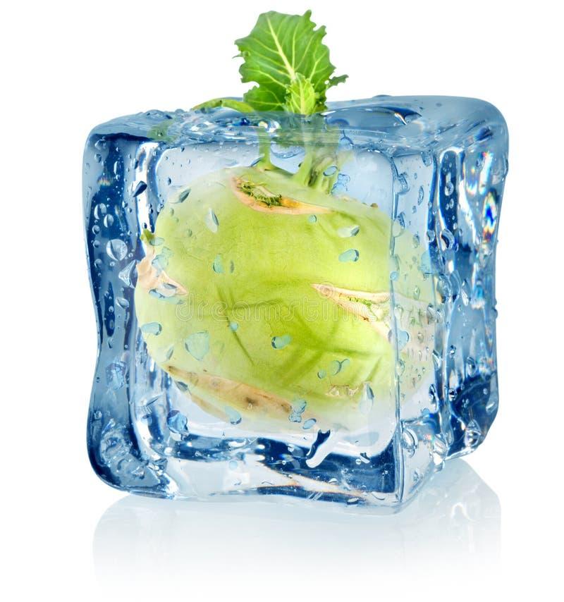 Κύβος και γογγύλι πάγου στοκ εικόνες με δικαίωμα ελεύθερης χρήσης
