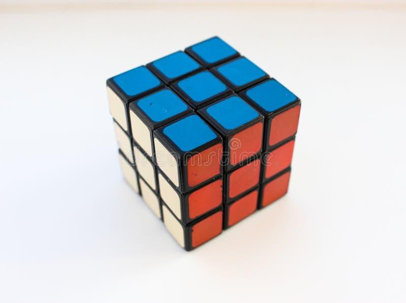 Κύβος Rubik ` s Δημοφιλές παιχνίδι στοκ εικόνες