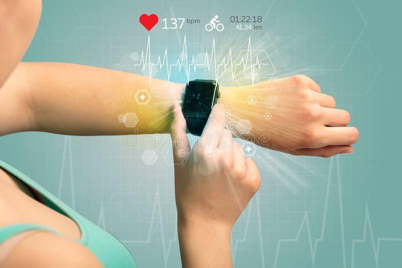 Κύκλος και smartwatch έννοια στοκ φωτογραφία με δικαίωμα ελεύθερης χρήσης
