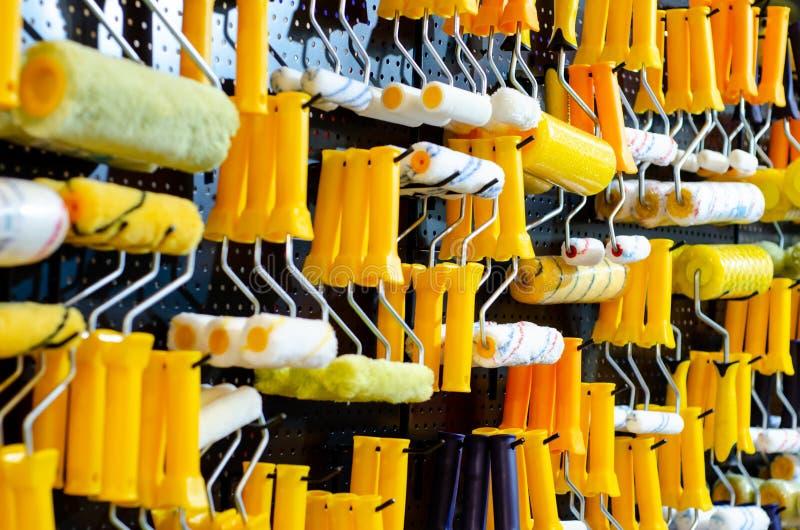 Κύλινδροι χρωμάτων τοίχων για την πώληση στοκ φωτογραφία με δικαίωμα ελεύθερης χρήσης