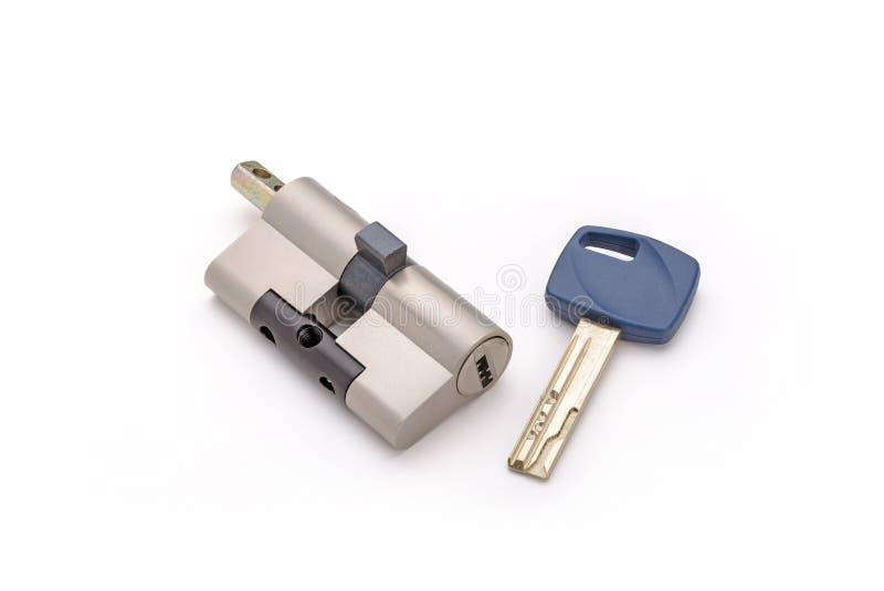 Κύλινδρος κλειδαριών ασφάλειας με το κλειδί στοκ εικόνα με δικαίωμα ελεύθερης χρήσης