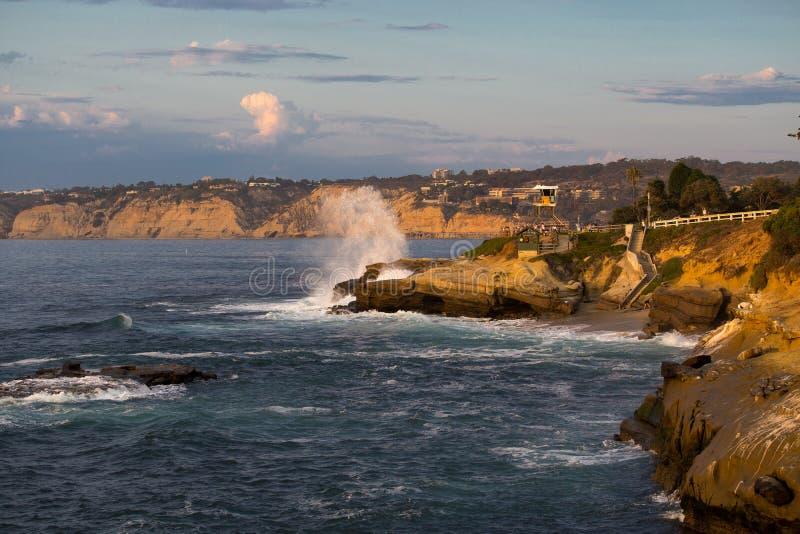 Download Κύματα ακτών Καλιφόρνιας στοκ εικόνα. εικόνα από κύματα - 62714875