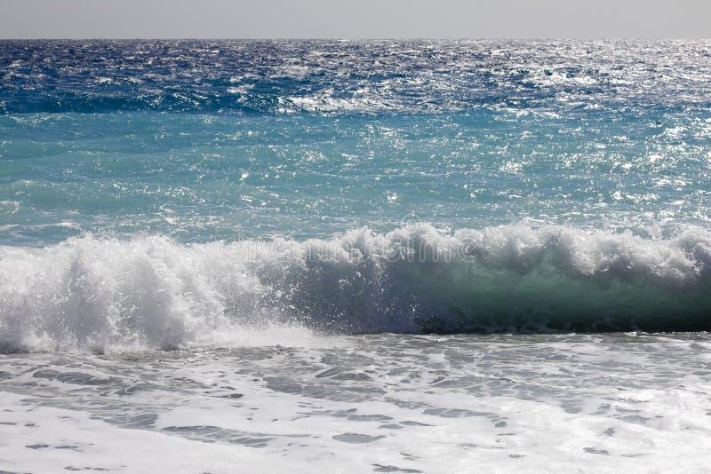 Κύματα θάλασσας από την ακτή στη Νίκαια, Γαλλία στοκ φωτογραφίες με δικαίωμα ελεύθερης χρήσης