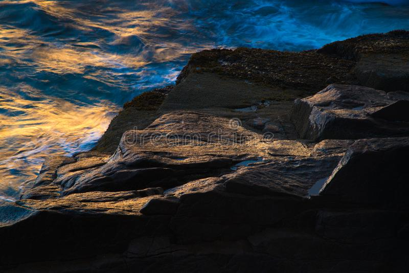 Κύματα στην ακτή στοκ εικόνες