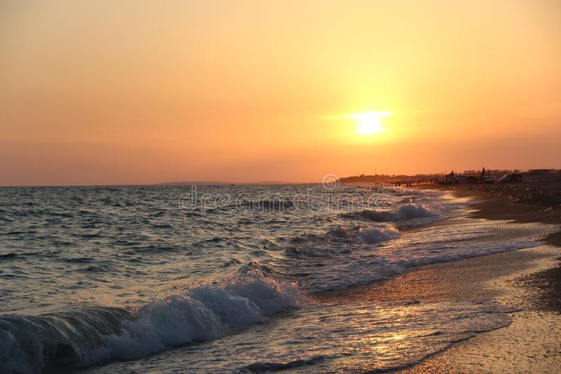 Κύματα στην παραλία στο ηλιοβασίλεμα Φωτογραφία 9 στοκ εικόνες